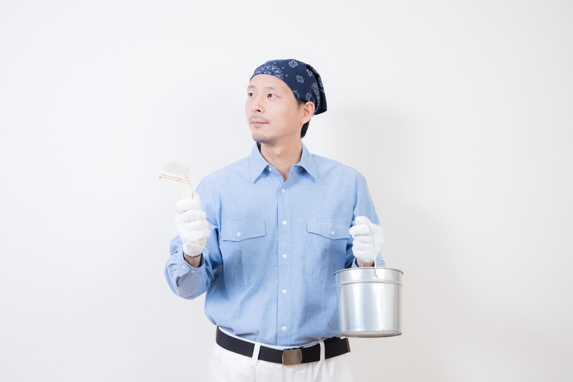 DIYする男性